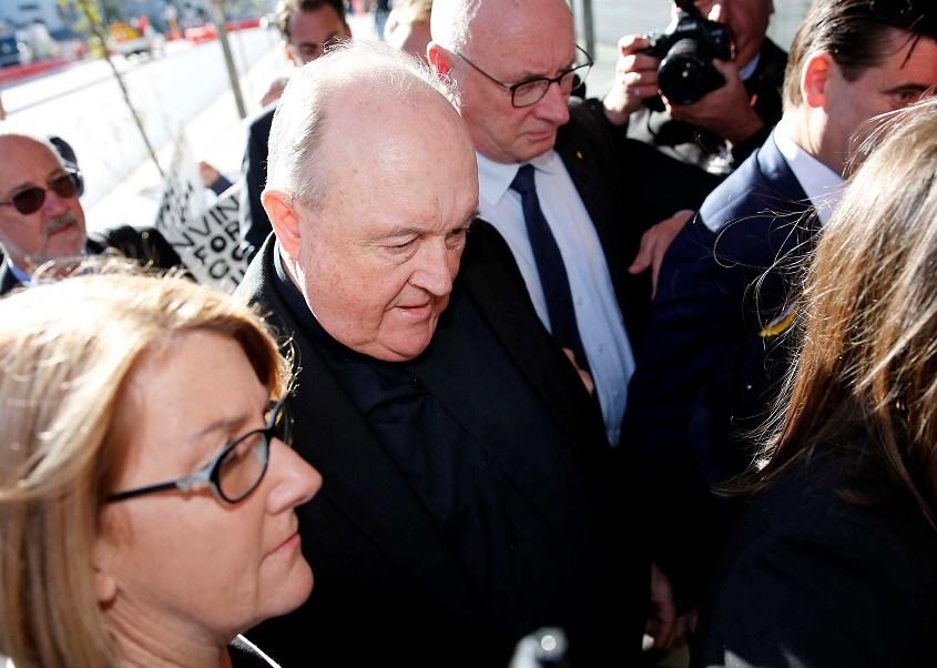 Exarzobispo australiano inicia arresto por pederastas