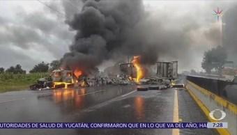 Huachicoleros bloquean la autopista México-Puebla