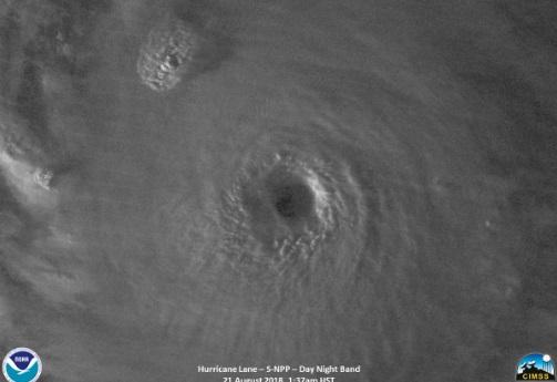 Tras las erupciones, un huracán amenaza a Hawaii