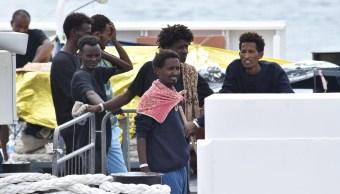 Gobierno de Italia autoriza que 29 menores bajen del barco
