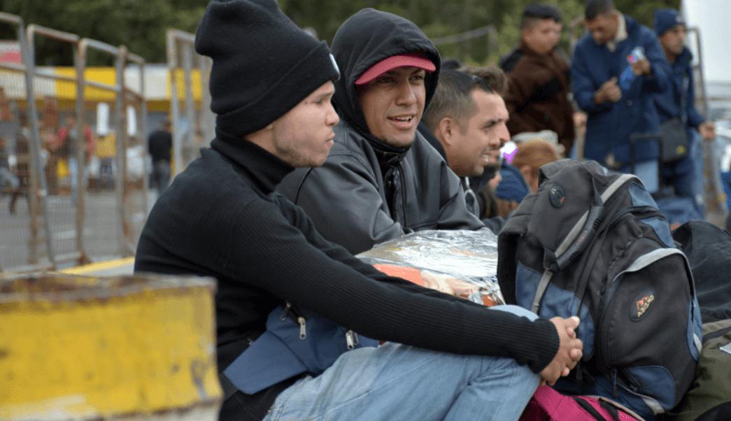 Decenas de venezolanos pretenden ingresar a Ecuador