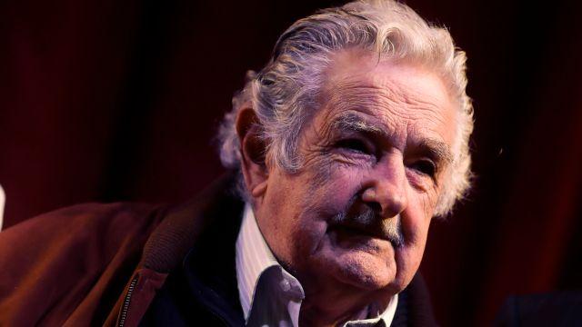 """José Mujica renuncia a cargo de senador por """"cansancio"""""""