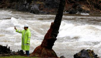 Tormenta 'Lane' se aleja y deja lluvias récord en Hawai