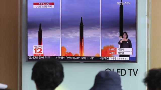 Foto: Transmisión del lanzamiento de un misil norcoreano