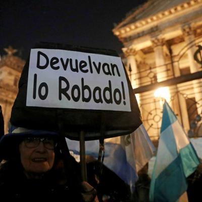 '¡Devuelvan lo robado!'; argentinos exigen desafuero de Cristina Kirchner