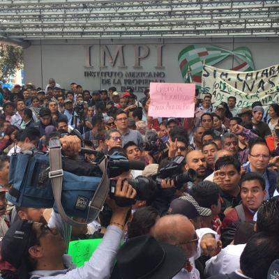 Manifestantes mezcaleros afectan el tránsito sobre Periférico Sur, CDMX