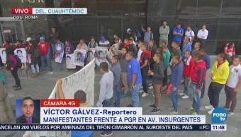 Manifestantes protestan en la glorieta de la avenida Insurgentes