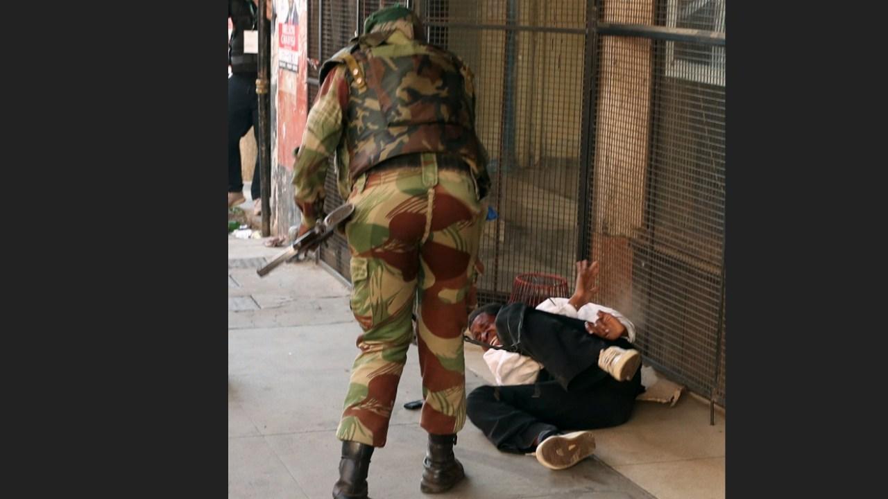 Soldados repliegan a opositores tras elecciones en Zimbabwe