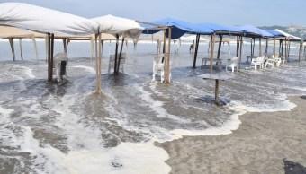 Mar de fondo Acapulco provoca olas de más de 4 metros