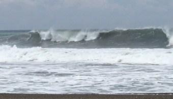 Mar de fondo en costas de Colima, emiten alerta preventiva