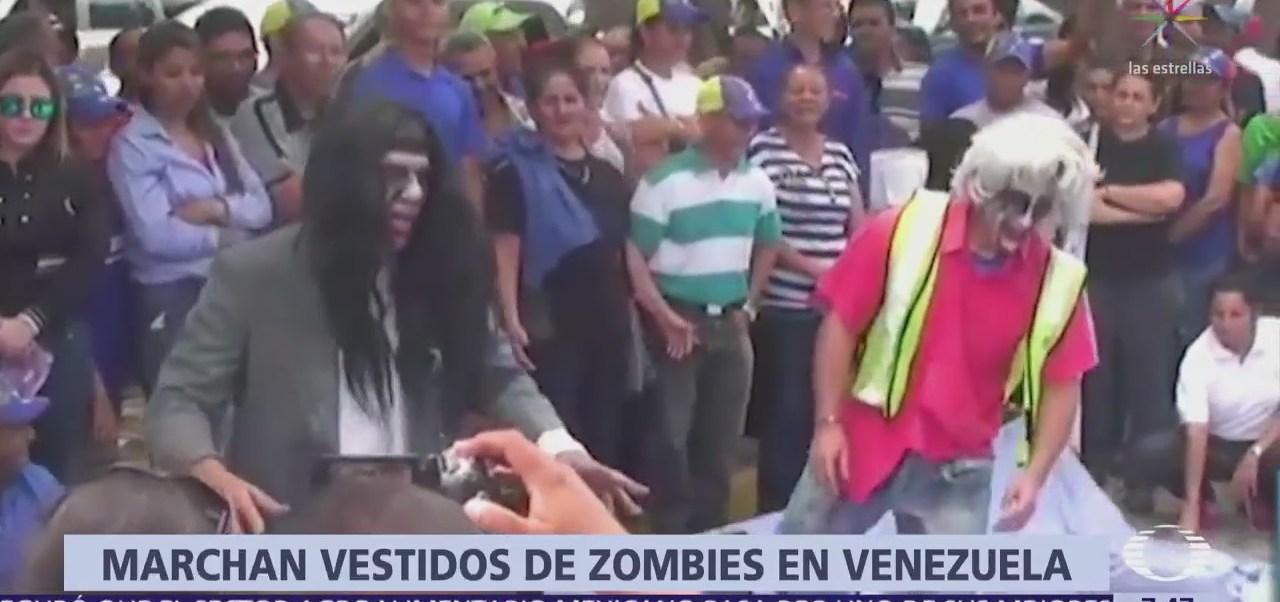 Marchan vestidos de zombies en Venezuela