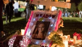 amilia de estudiante muerta en masacre de Parkland demanda