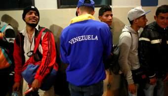 Migrantes venezolanos regresan en avión enviado por Maduro