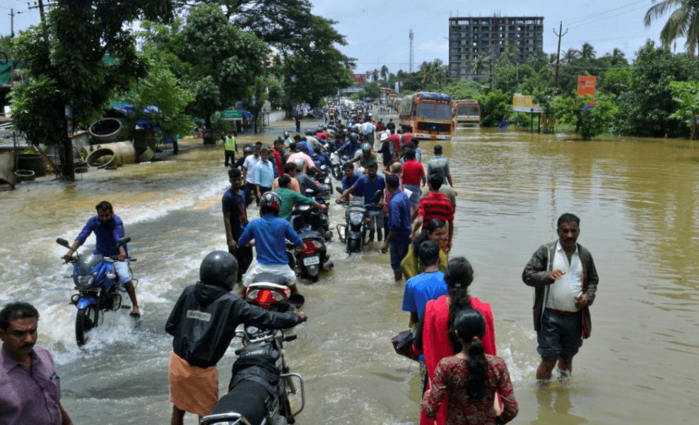 Inundaciones en India causan más de 300 muertos