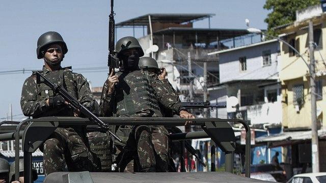 Militares ocupan favelas en Río de Janeiro, hay 60 detenidos
