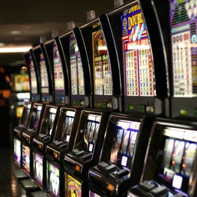 Máquinas tragamonedas de Las Vegas dejan de funcionar misteriosamente