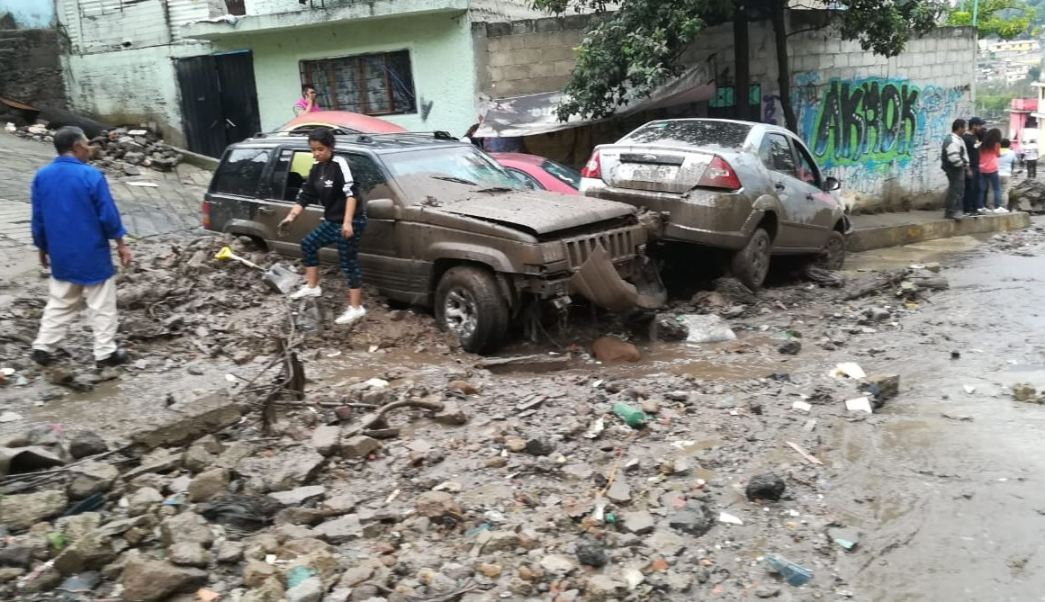 Valle Dorado; lluvia provoca desgajamiento en Naucalpan