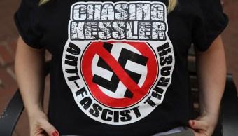 Trump condena racismo en aniversario de disturbios neonazis