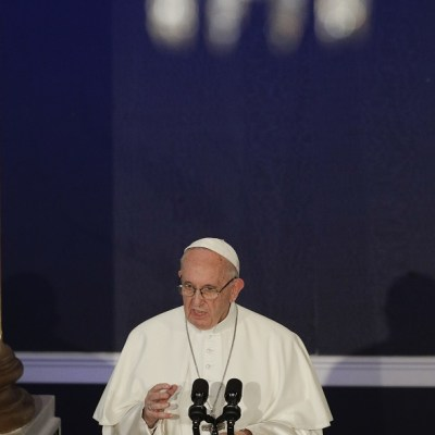 Papa admite fracaso de Iglesia ante 'crímenes repugnantes' de sacerdotes en Irlanda