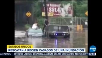 Rescatan Dos Recién Casados Atrapados Inundación