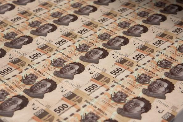 Peso mexicano cae por ventas, tendrá caída semanal