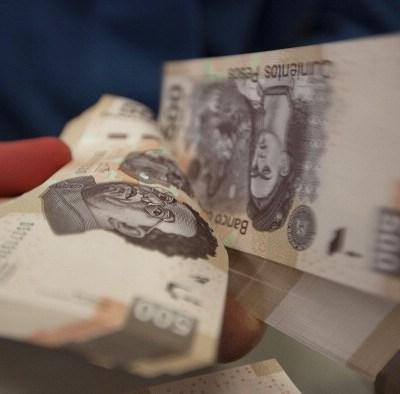 Peso mexicano continúa perdiendo, dólar cotiza a 19.22