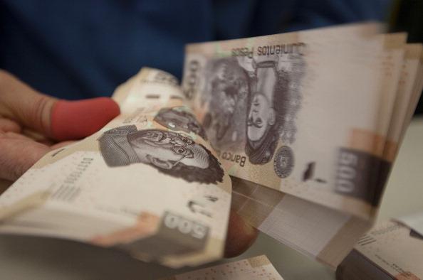 Peso mexicano continúa pérdidas, dólar cotiza a 19.22