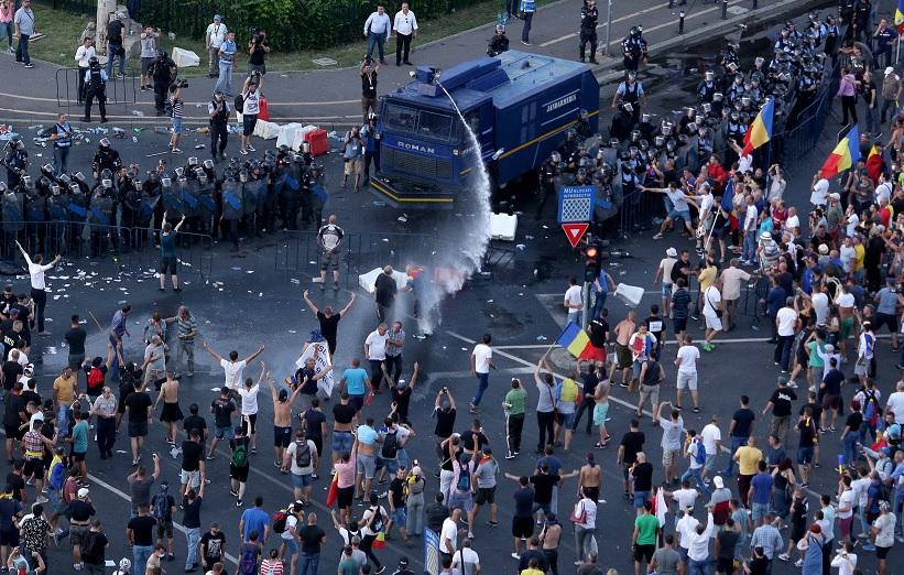 Cientos de heridos en manifestaciones antigubernamentales en Rumanía