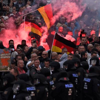 Merkel: Acoso xenófobo 'no tiene cabida' en Estado de derecho