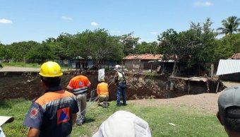 Se abre socavón en Coyuca de Catalán, Guerrero