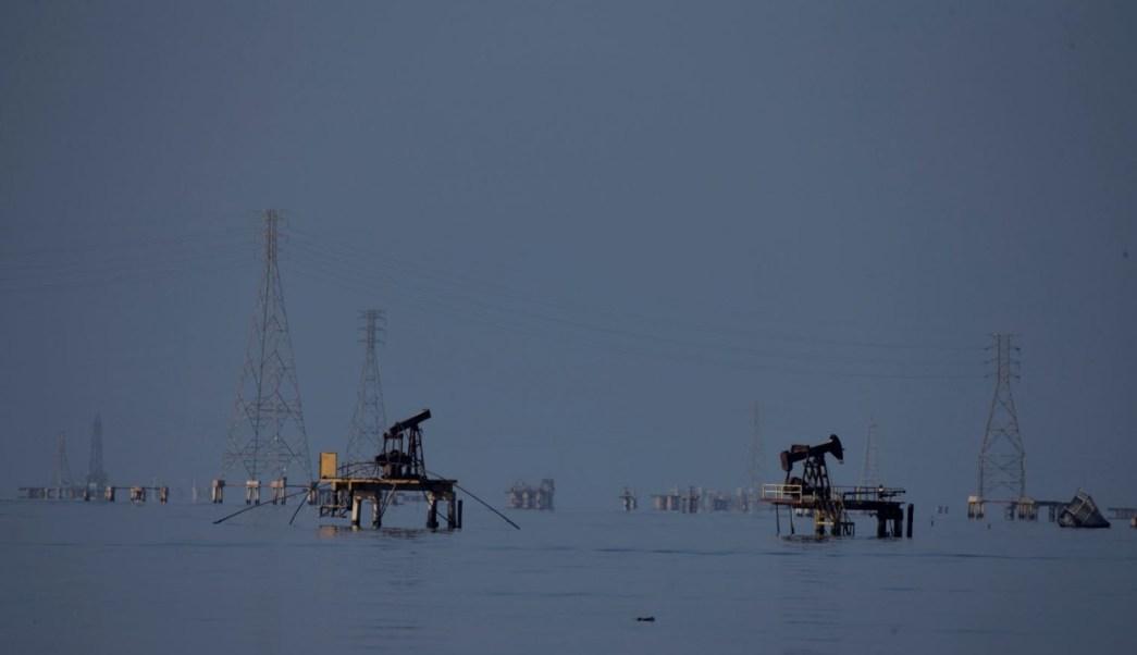 Precios del petróleo caen por temores de guerra comercial