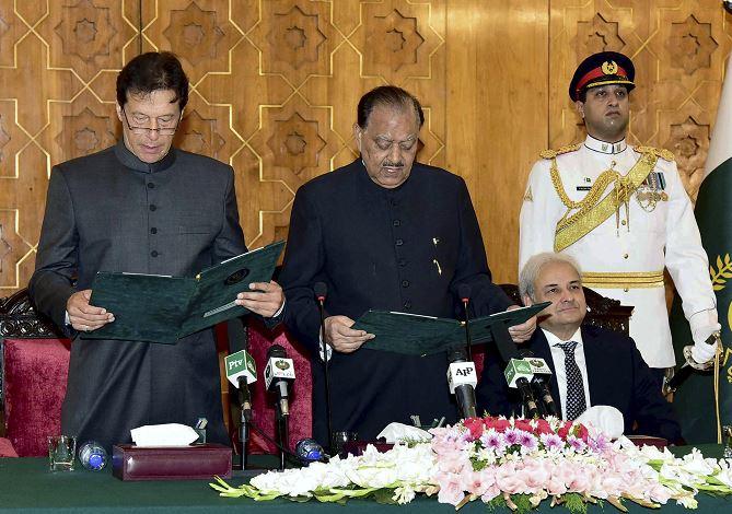 Imran Khan, investido como primer ministro de Pakistán