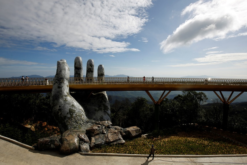 'Puente de oro' de Vietnam atrae a turistas