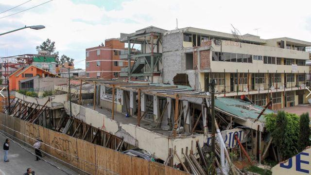 Colegio Rébsamen: piden acelerar remoción de escombros