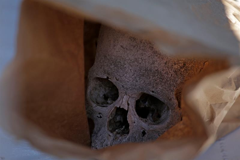 Hallan restos humanos en narcofosa en Chihuahua