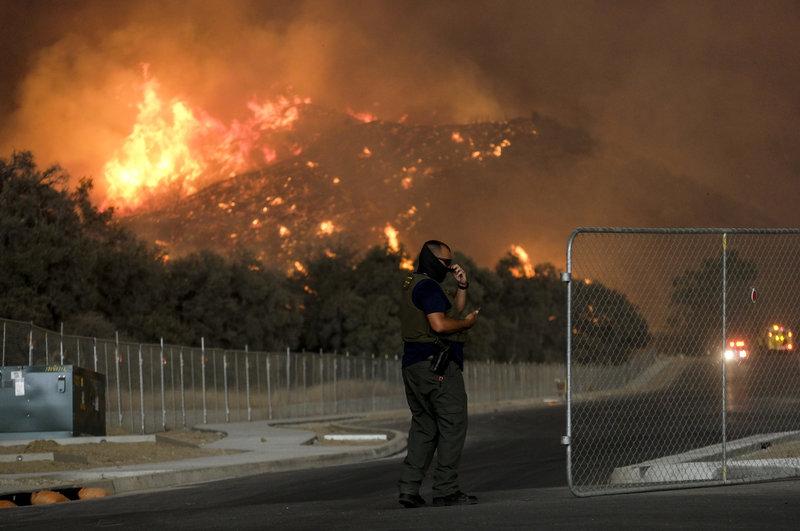 California declara estado emergencia por incendio
