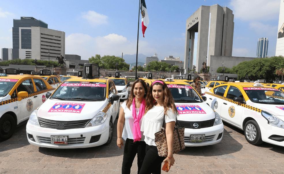 Taxis Rosas, operados por mujeres, circulan en Nuevo León