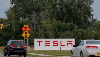 Tesla nombra comité para su salida de la Bolsa