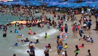 Turistas en Acapulco disfrutan de últimos días de vacaciones