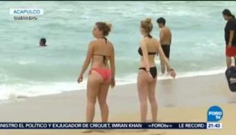 Turistas Disfrutan Últimas Horas Vacaciones Acapulco