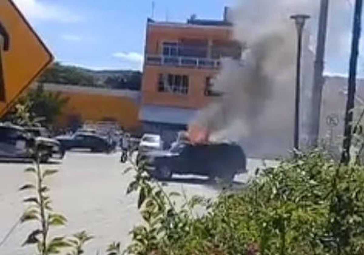 Multitud quema vivos a dos hombres en México