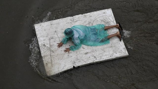 Suman 150 muertos por inundaciones en India