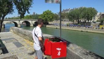 Residente de París se quejan de los 'uritrottoir'