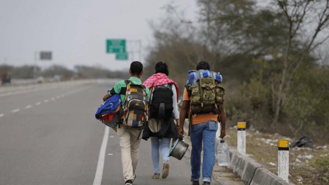 Exodo venezolano en la frontera entre Peru y Ecuador