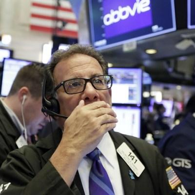 Wall Street cierra mixto por tensión comercial entre China y Estados Unidos