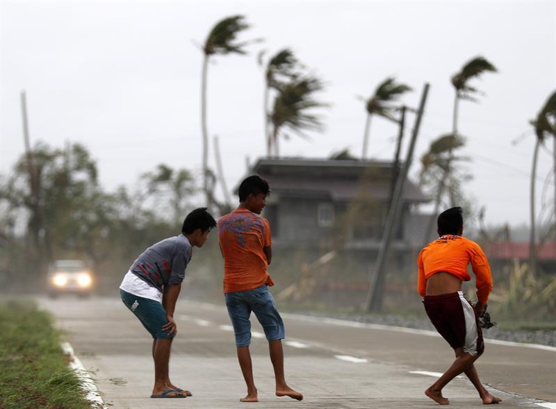 Tifón Mangkhut deja devastación en Filipinas