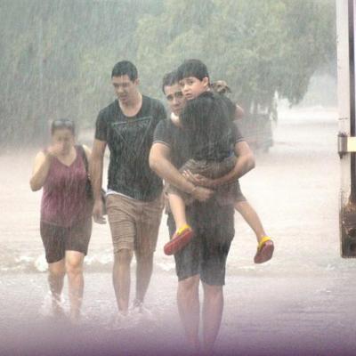 Ejército rescata a miles de personas de inundaciones en Sinaloa y Sonora