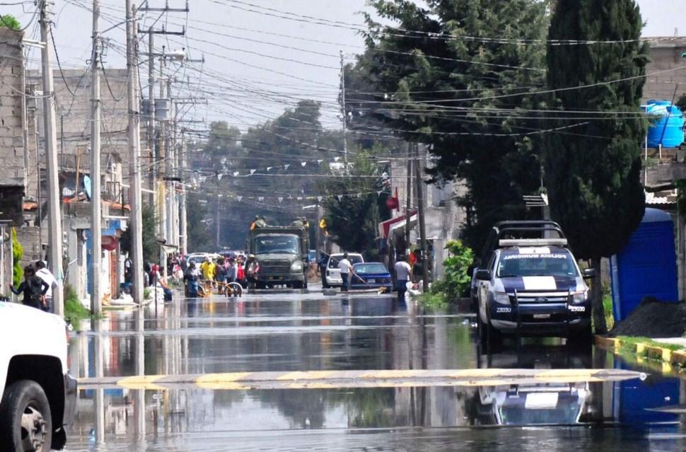 Limpian San Mateo Atenco tras fisura del río Lerma