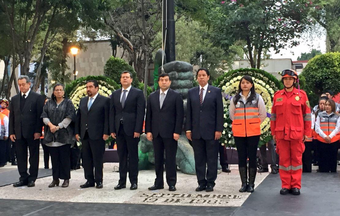 Amieva encabeza homenaje por las víctimas del sismo