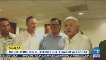 AMLO se reúne con beisbolista El Toro Valenzuela